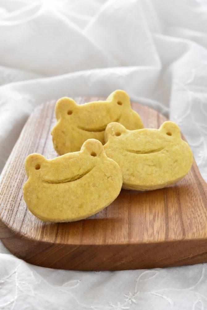卵アレルギー、乳アレルギーや授乳中でも安心、名古屋、一宮、岐阜、多治見、各務原から多数来店、全国にも発送可能な岐阜県美濃加茂市のケーキ屋、「卵、乳製品、白砂糖をつかわない おやつのアトリエ モコ」が販売している、「卵、乳、小麦、白砂糖不使用、グルテンフリーのかぼちゃクッキー」の写真。