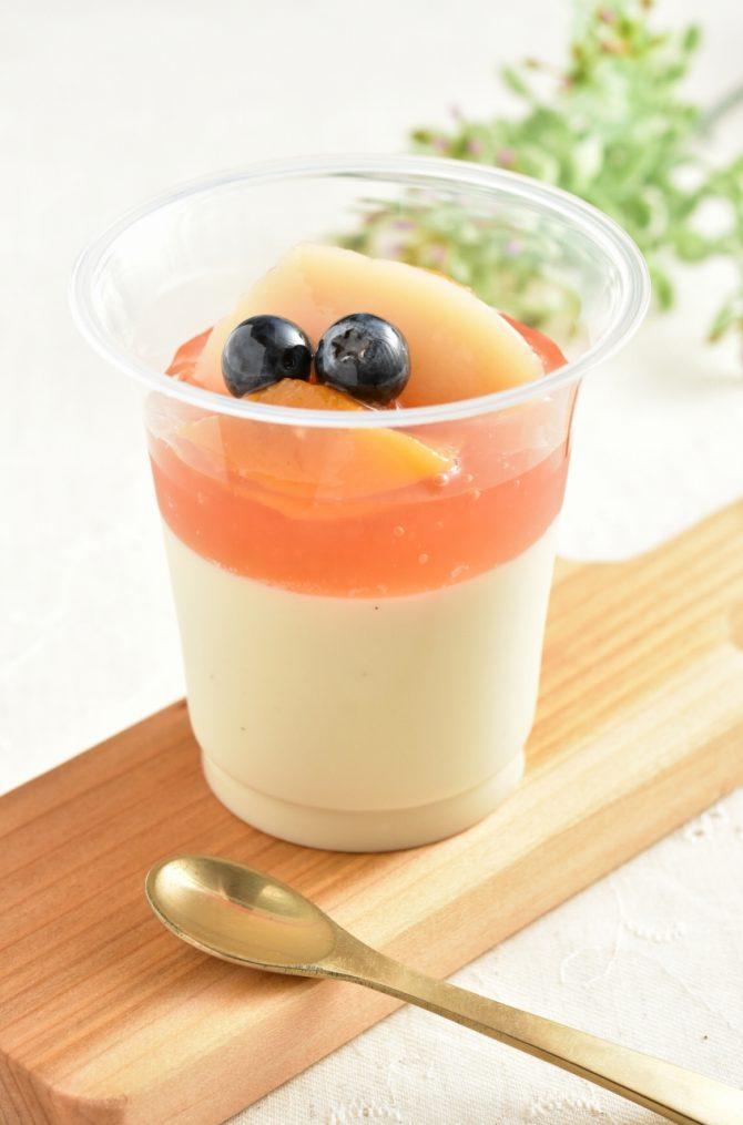 卵アレルギー、乳アレルギーや授乳中でも安心、名古屋、一宮、岐阜、多治見、各務原から多数来店する岐阜県美濃加茂市のケーキ屋、「卵、乳製品、白砂糖をつかわない おやつのアトリエ モコ」が販売している、「卵、乳、小麦、白砂糖不使用、グルテンフリーの豆乳ブラマンジェ」の写真。